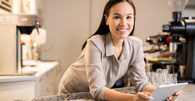 Empreendedora feliz por ter feito seu Cardápio Digital Grátis sozinha